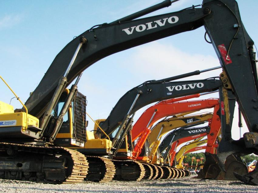 An extensive selection of Volvo, Cat, Komatsu and Hitachi hydraulic excavators were available at this sale.