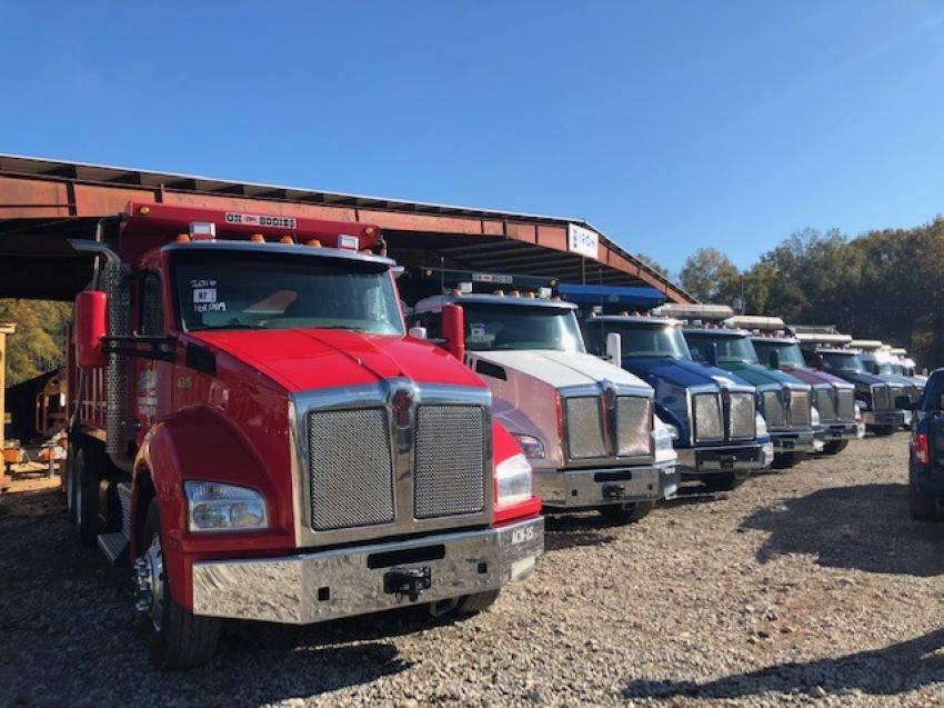 The auction featured a lineup of 2017 and 2018 Peterbilt dump trucks.