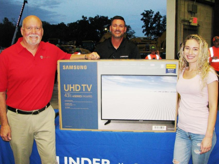 (L-R): Paladin's Allen Perko and Linder's Brian Brenneman present the grand prize of a flat-screen TV to Hailey Fertic, daughter of one of the staff members at the Linder Orlando branch.