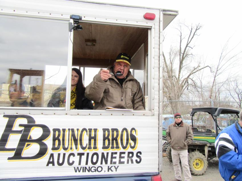 Bunch Brothers lead auctioneer, Steven Bunch, calls out another winning bid.