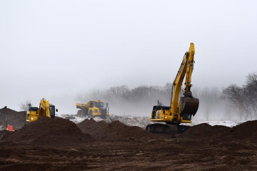 Machines available for operation included the Komatsu PC120LCi-11, PC490LCi-11 and HM300-5.