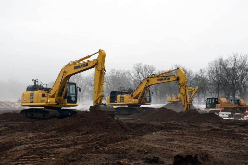 The Komatsu PC210LCi-11 and PC490LCi-11 and the Morooka MST1500VDR were among the machines available for operation.