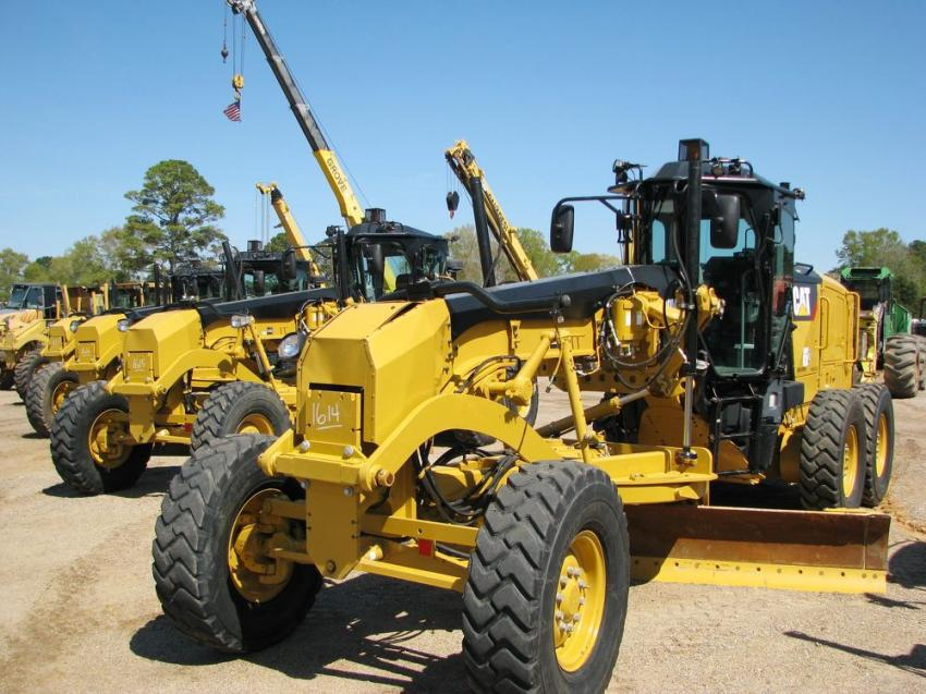 The lineup of motorgraders in the sale featured a package of four Cat 140M3s.