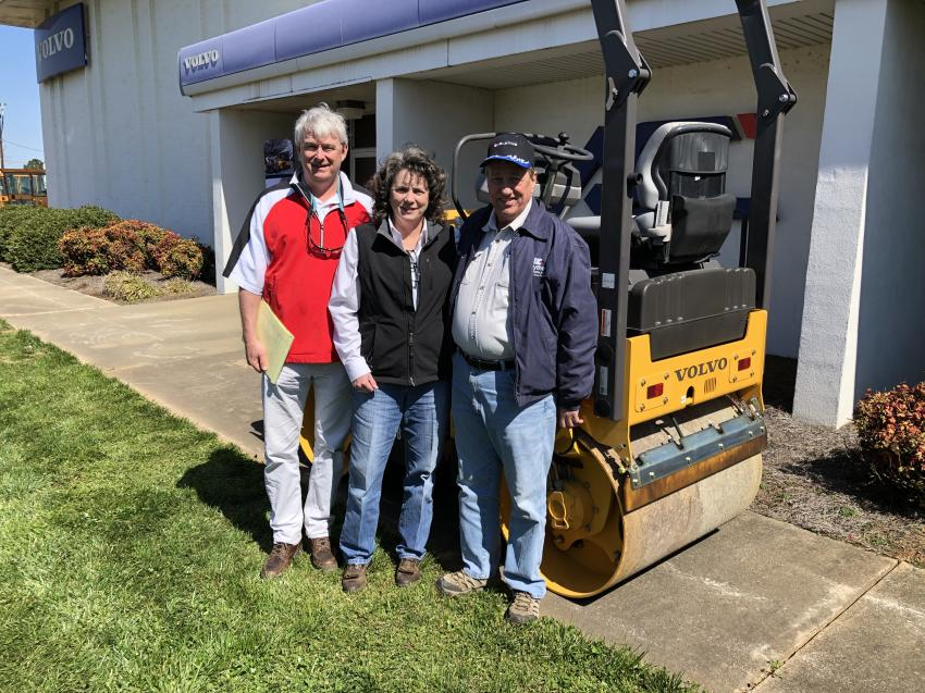 (L-R): Mark Arcilesi and Kristin Parker of Ascendum Machinery and Steve Burleyson of Blythe Construction go over the benefits of the DD25B asphalt roller from Volvo, an efficient machine designed to increase performance and reduce fuel consumption on small scale compaction projects.