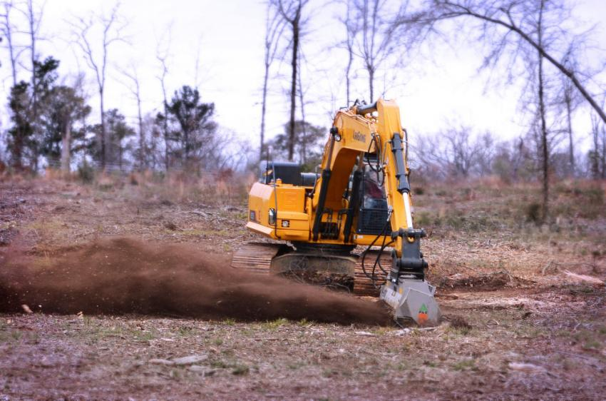 A LiuGong 925E excavator demonstrates the DML HY mulcher.
