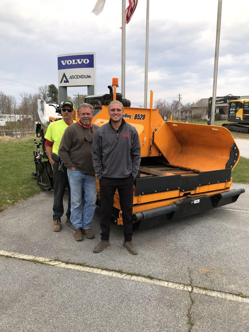 (L-R): With the LeeBoy 8520 from Tarheel Paving in Hendersonville, N.C., are Greg Nanney, John and Ellis Pace.