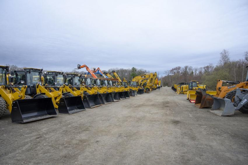 A wide look at the various Caterpillar loaders, hydraulic excavators and dozers ready for bids.
