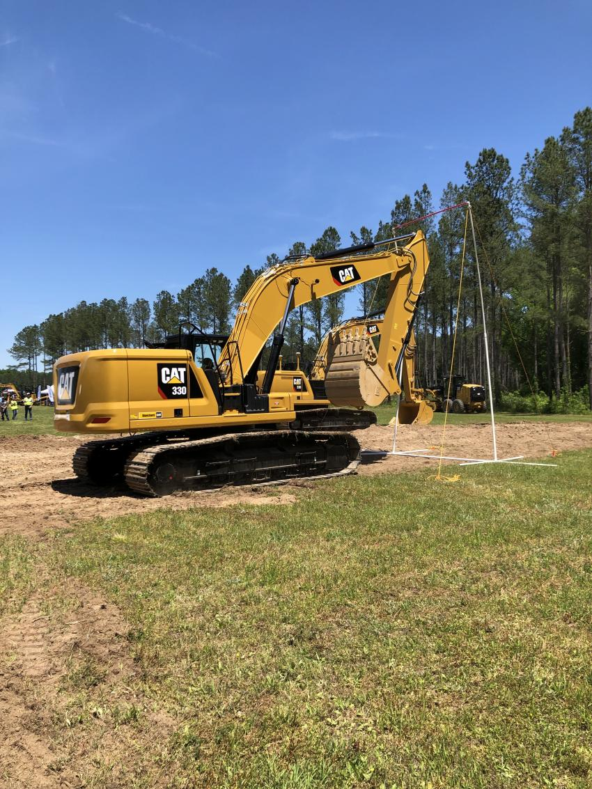 E-fence comes standard on the 330 and 336 excavators. This simple feature lets users create invisible electronic boundaries over, under and around the excavator. If any part of the machine breaches the boundaries, motion stops, protecting people and property and reducing risk.