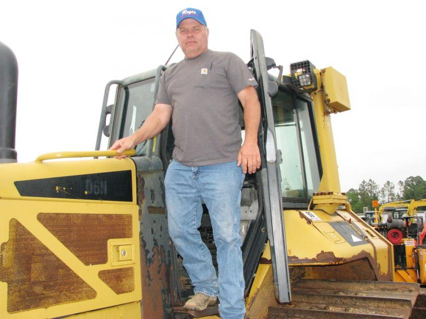 Finishing up an inspection of a Cat D6N LGP of interest is Prentis Ladner, an independent equipment buyer/seller based in Poplarville, Miss.