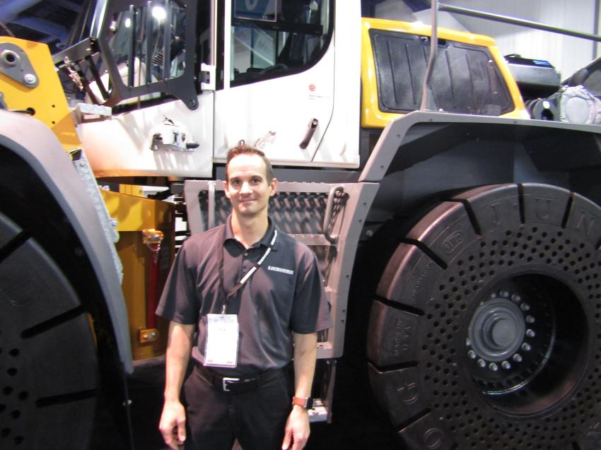 Nick Rogers, product specialist of Liebherr, showcases the L 556 wheel loader built specifically for the waste industry. The XPower machine comes equipped with a power split transmission which allows up to 30 percent better fuel consumption.