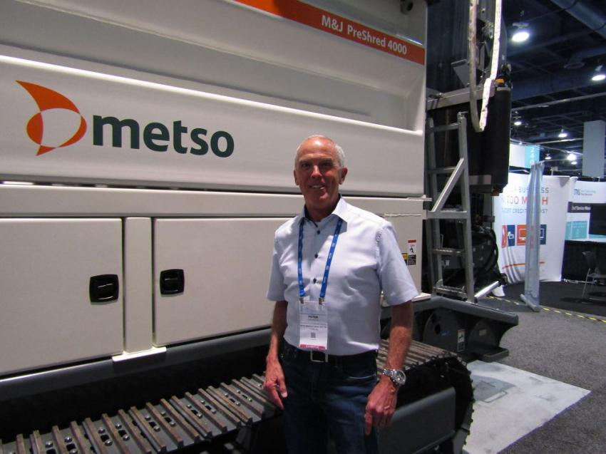 Peter Grundin of Metso Minerals Industries, illustrates the improved performance and increased efficiency with the M&J PreShred 4000 crawler.