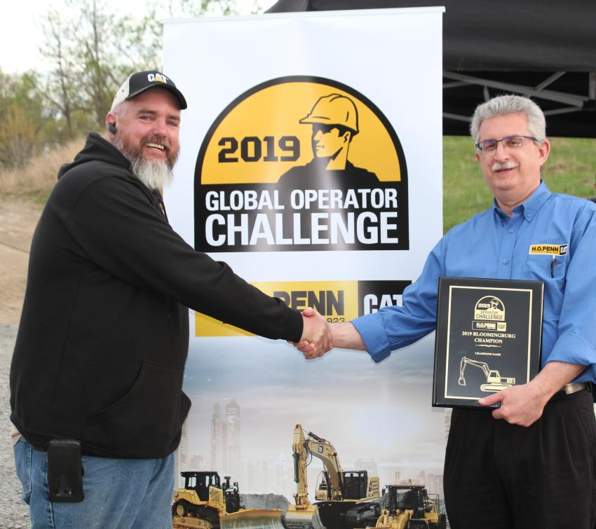 Charlie Johnson, vice president of machine sales, congratulates Chip Cayot on winning the operator challenge.