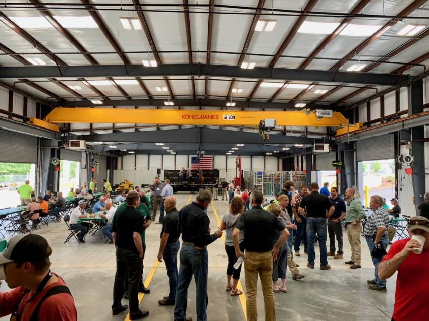 The new 9,100 sq.-ft. service area was perfect for accommodating the crowd for mingling.