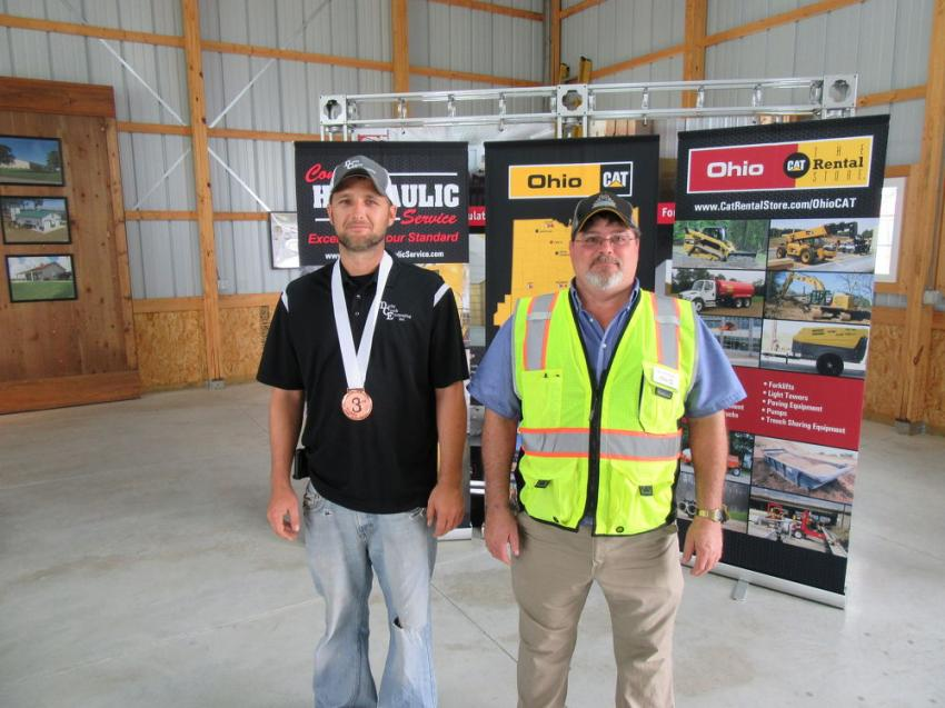 Ohio CAT's Bill Pittenger (R) presents Kevin Stewart of Darby Creek Excavating with the third-place medal.