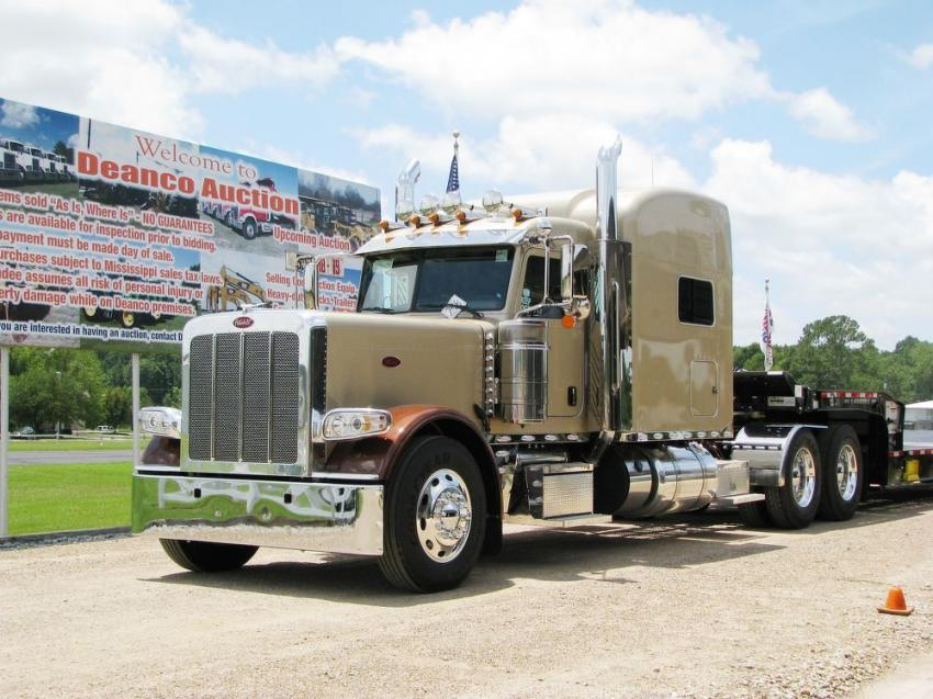 Truck auctioning on day one kicked off with a beautiful 2020 Peterbilt 389 which drew some fast-paced bidding.