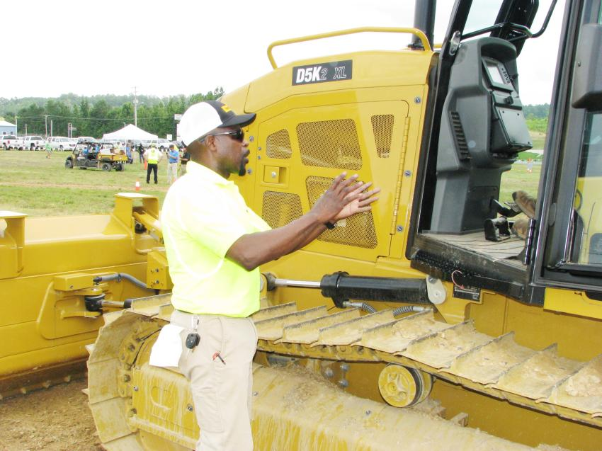 Eugene Mealing Jr., Thompson Tractor certified Cat dealer operator/task trainer provides operating tips to a challenge participant.