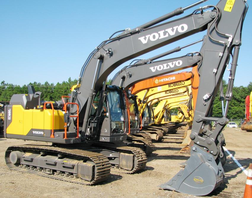 A real nice selection of excavators were in this auction lineup.