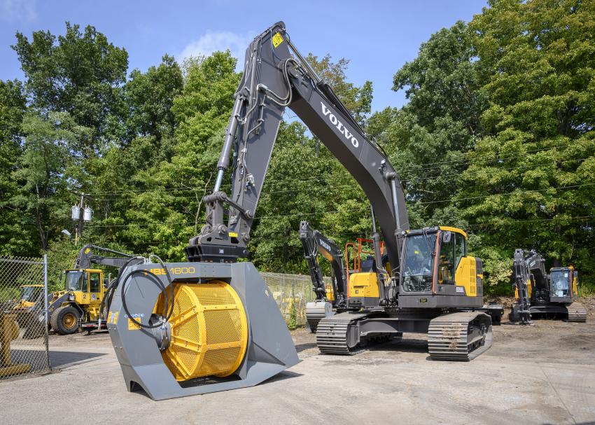 A Volvo ECR355E excavator with Hartl Screener HBS 1600.
