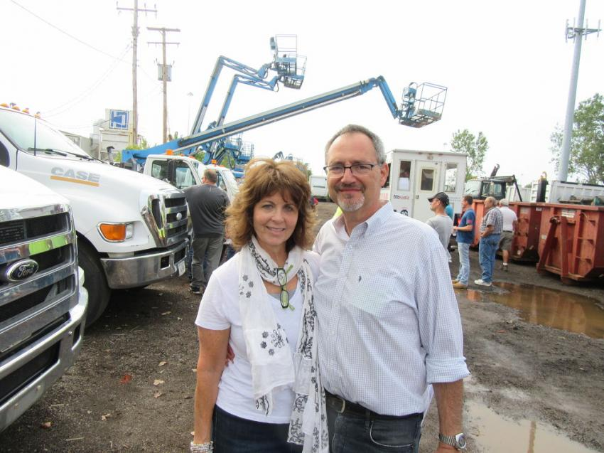 Sheila and Marvin Rosen of Rosen Co. Inc./Buddy Barton Auctions were on hand to assist at the auction.