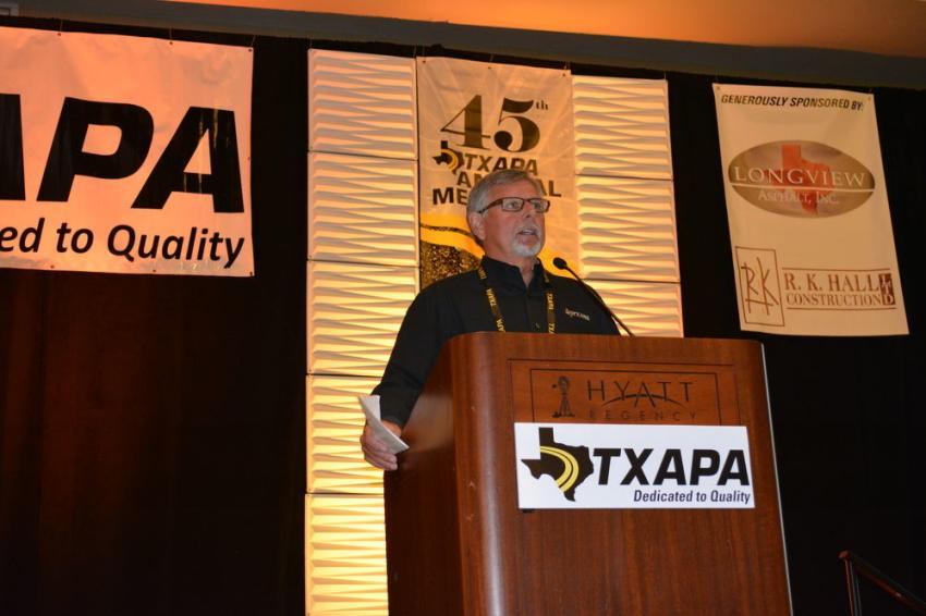Harold Mullen, executive vice president of the Texas Asphalt Pavement Association (TXAPA) addresses the gathering at the organization's annual conference in San Antonio.