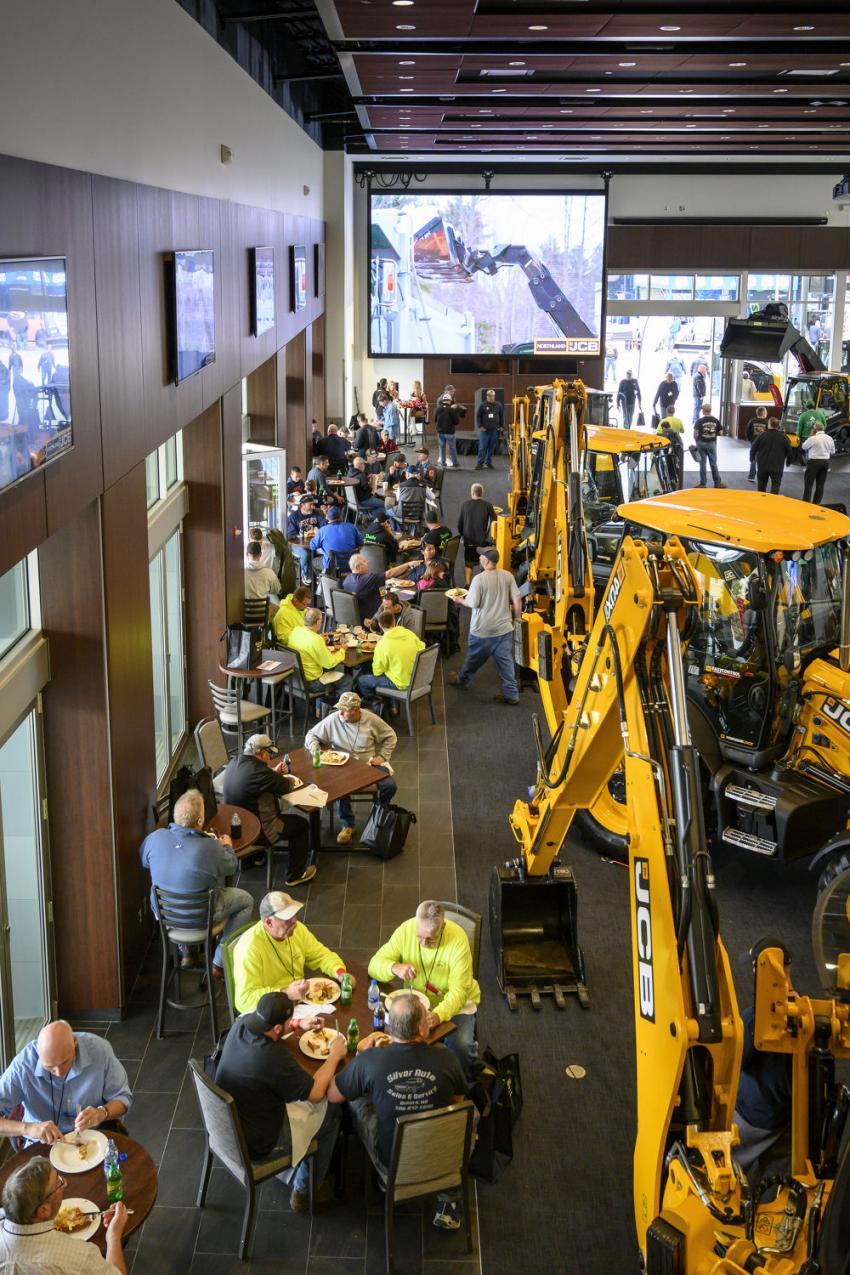 Guests enjoy lunch in the Cross Pavillion.
