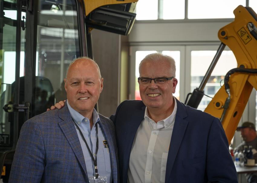 Alan Hammersley (L), CEO and president of Nitco, with keynote speaker Mick Mohan, managing director, backhoe loader of JCB.