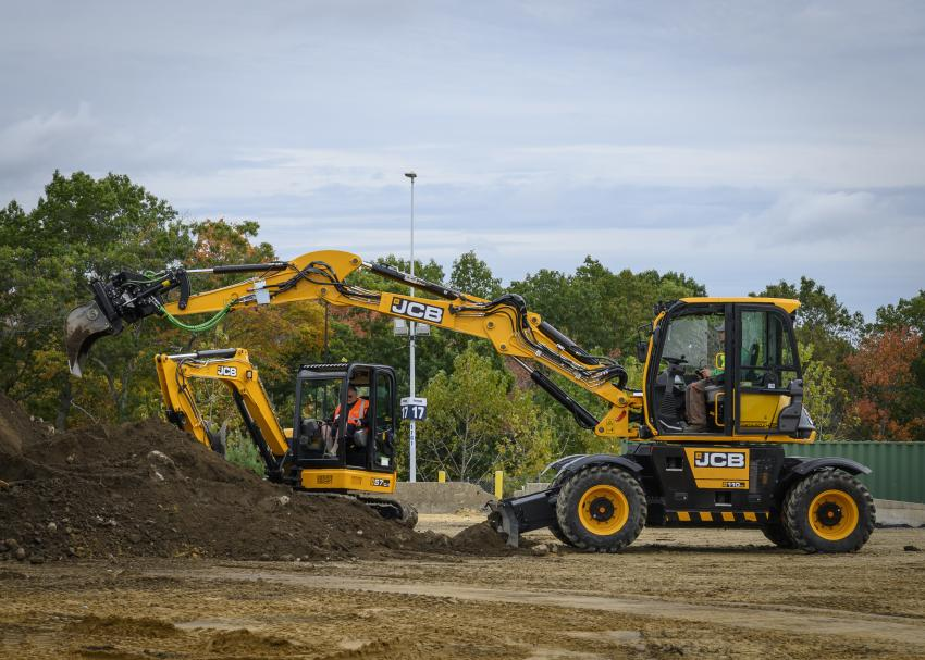 JCB's innovative and versatile 110w hyrdradig was a favorite at the demo area.