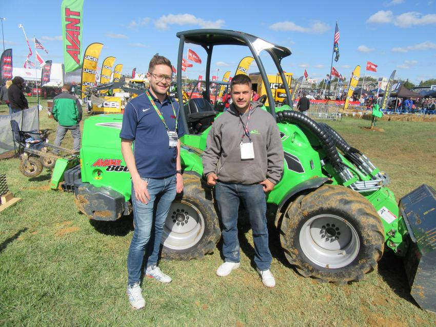 Avant Tecno USA's Jani Kakela (L) spoke with Robert Plasky of R&R Landscaping and Groundskeeping about the company's new 860i, articulated loader.
