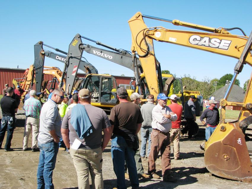 By the time the auction truck made its way to the excavators, a big crowd of registered bidders had already assembled and were awaiting the auctioning of their machine of choice.