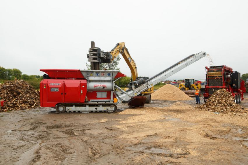 The 75DK shredder from Lindner and the MC-266 horizontal grinder took the stage mid-afternoon, providing attendees with a view of turning stumps and mixed C&D into coarse fiber with unmatched efficiency.