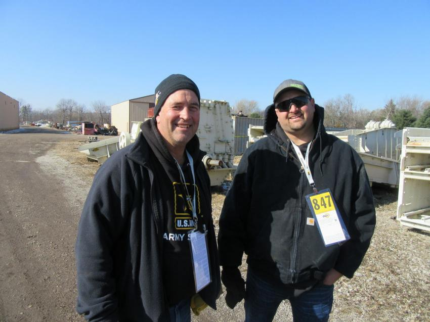 Steve Gondringer (L) of Gondringer Enterprises, based in Missouri, caught up with Josh Kratofil of Iowa-based Cantera Aggregates at the auction.