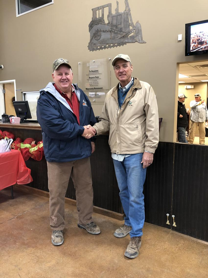 Jim Marvel (L) with A&B Contracting in Nashville is welcomed to the auction by Dewain Ritchason.