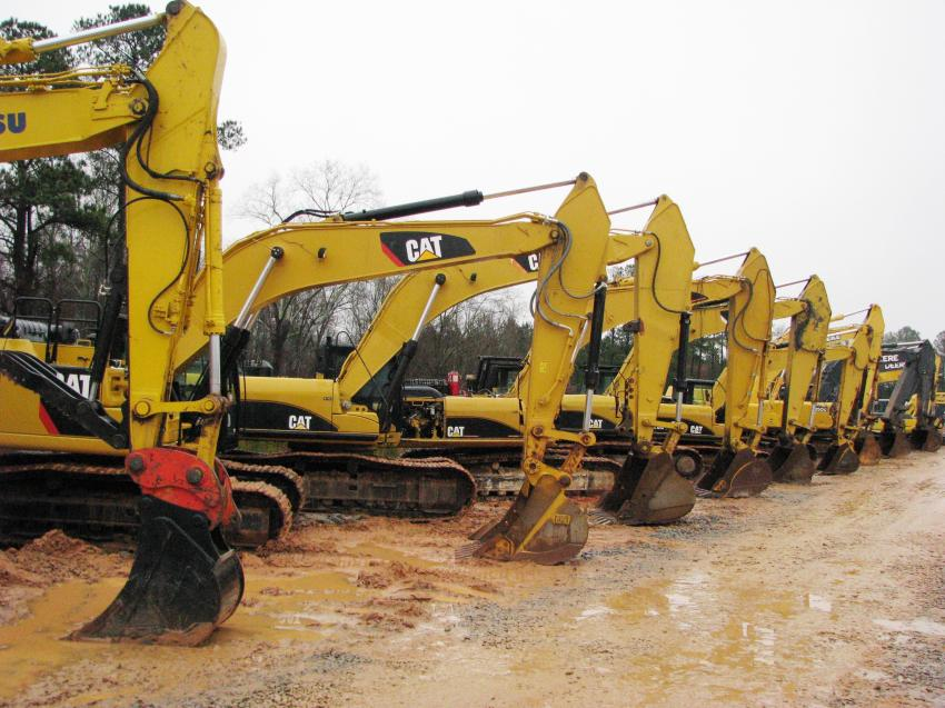 A really nice line-up of Caterpillar, Komatsu, and John Deere excavators were in this auction.