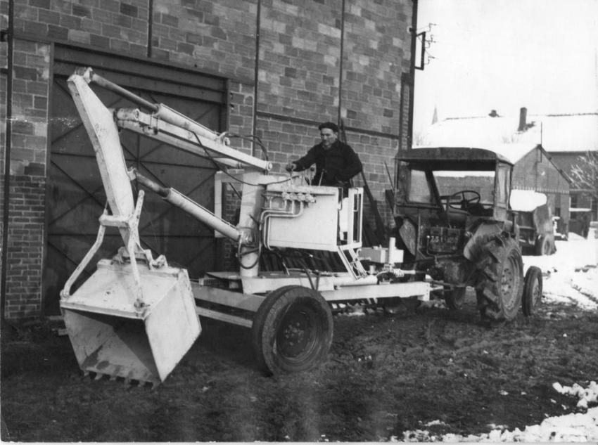 The 1951 Poclain TU, while tractor-powered like the early Hopto, has an on-board  operator's station that controls only the backhoe; he has to go to the tractor to operate it.