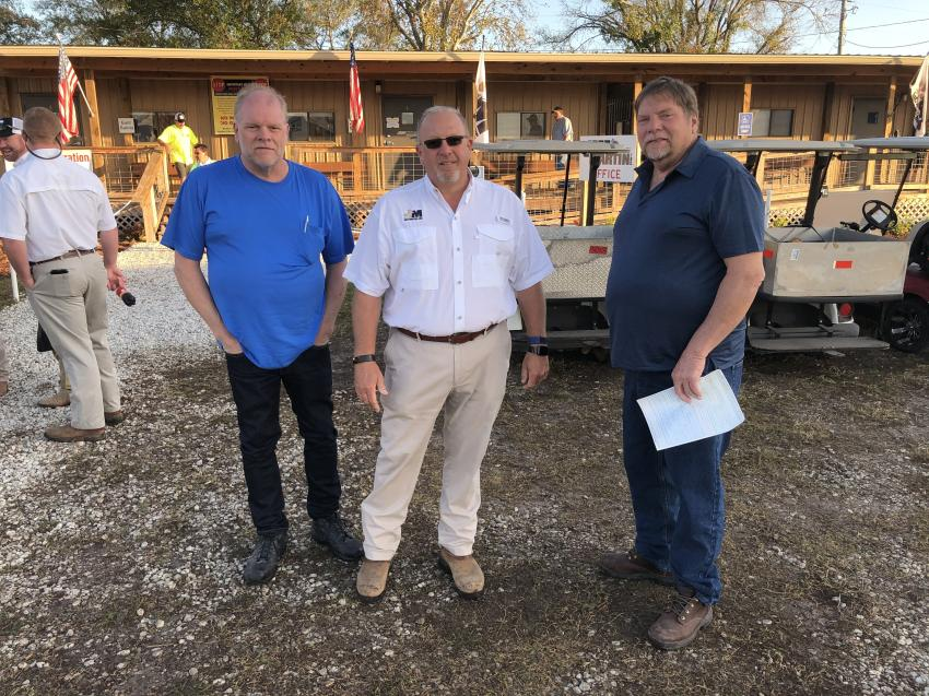 Jeff (L) and James Lautanen of Jeff Lautanen in Jefferson, Ohio, are welcomed to the sale by Jeff Martin (C).