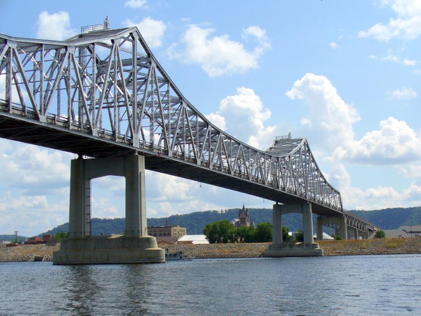 Rehab (same structure, same primary members) merit winner: Winona Bridge, Winona, Minn. (Kent Zinn photo)