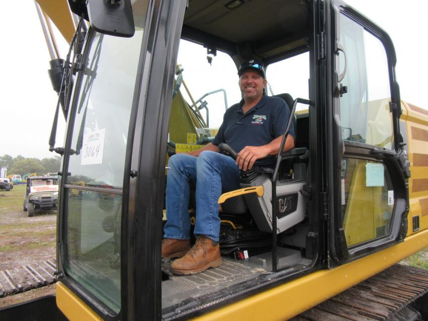 Jesse Bedner of Bedner Growers Inc. in Delray Beach, Fla., puts a Cat 320 excavator through its paces at the auction.