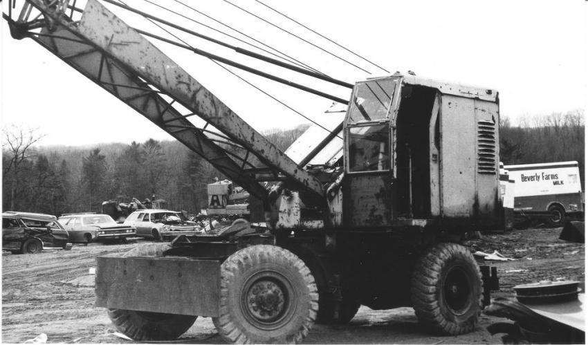 One of the most popular General Excavator Company models was the 105 self-propelled machine. Rated at ½ -yard, it could be converted to an 8½-ton crane and could travel at up to 20 mph.