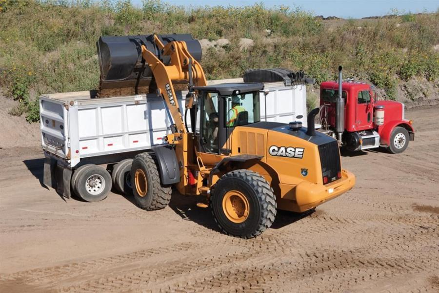 The 821F features a range of buckets from 3.2 to 4.5 cubic yards (2.4 to 3.4 cubic meters).