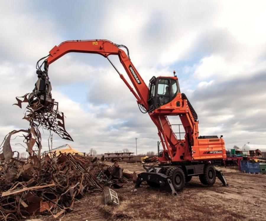 Doosan DX210WMH lifts scrap metal into a pile with the grapple attachment.