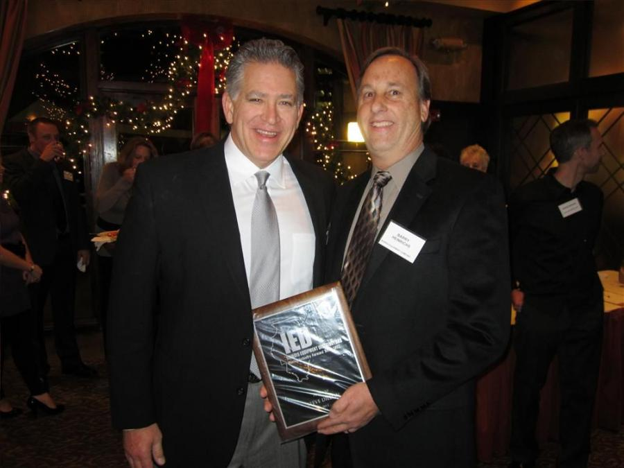 2011 IED President Steve Dillon (L) receives the president's plaque from incoming 2012 IED President Barry Heinrichs.