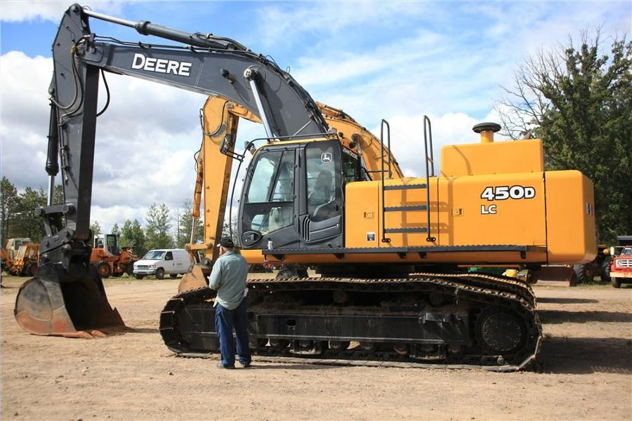 This John Deere 450D excavator is one of many pieces of equipment up for auction.