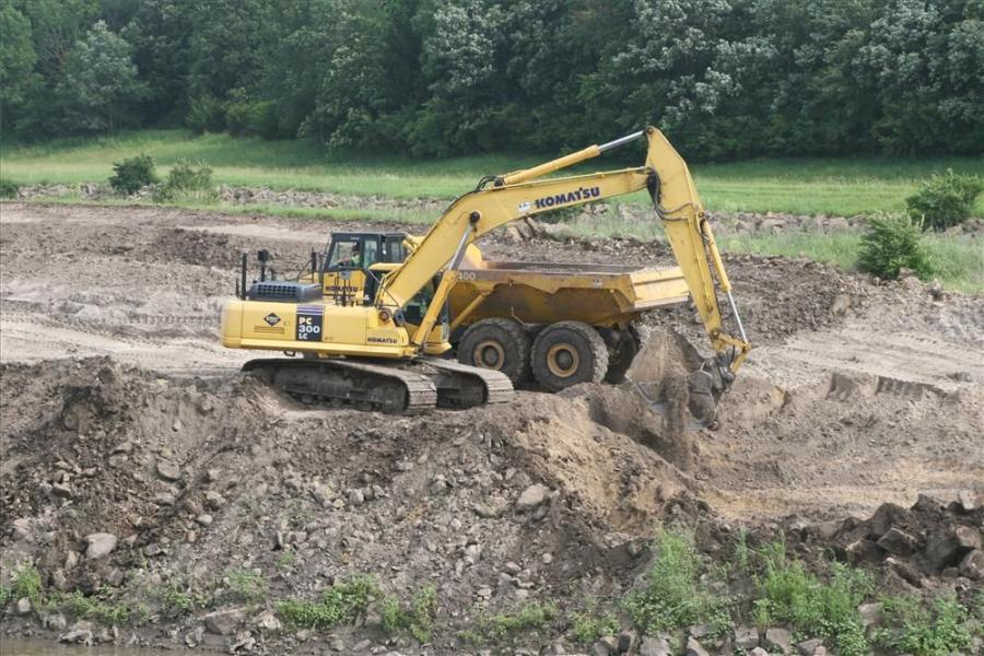 Leica PowerDigger 3D system at work on a Komatsu hydraulic excavator.