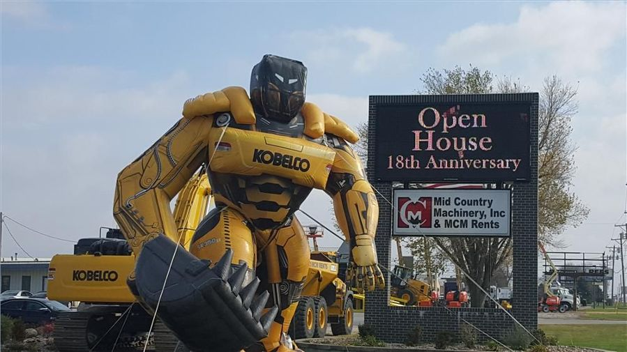 Mid Country Machinery held its 18th annual open house on Nov. 5 at its Fort Dodge, Iowa, location.