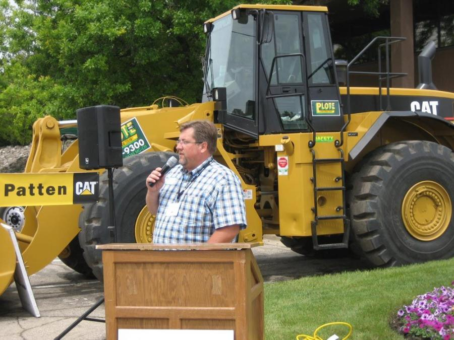 Darick Franzen of Plote Construction Inc. welcomes everyone to the Plote office in Hoffman Estates, Ill.