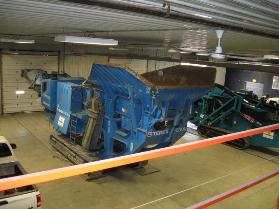 The service bay areas provide plenty of space to work on large scale crushing and screening equipment.