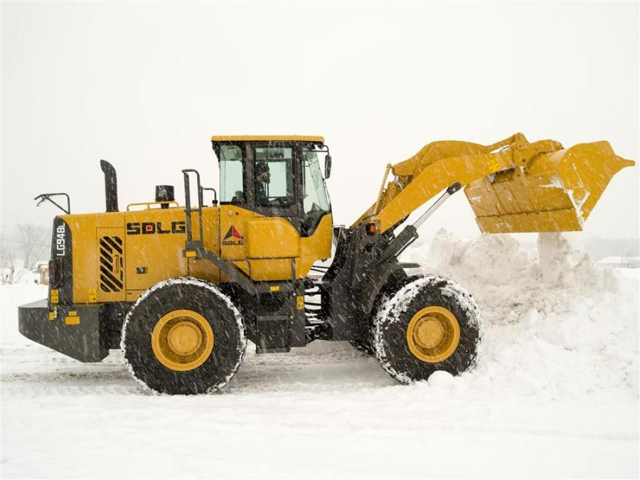 Sarnia, a municipality in the Saskatchewan region, purchased an SDLG LG938L for its duties. The wheel loader is loading gravel for road projects and performing other tasks, such as snow removal and waste management for the region.