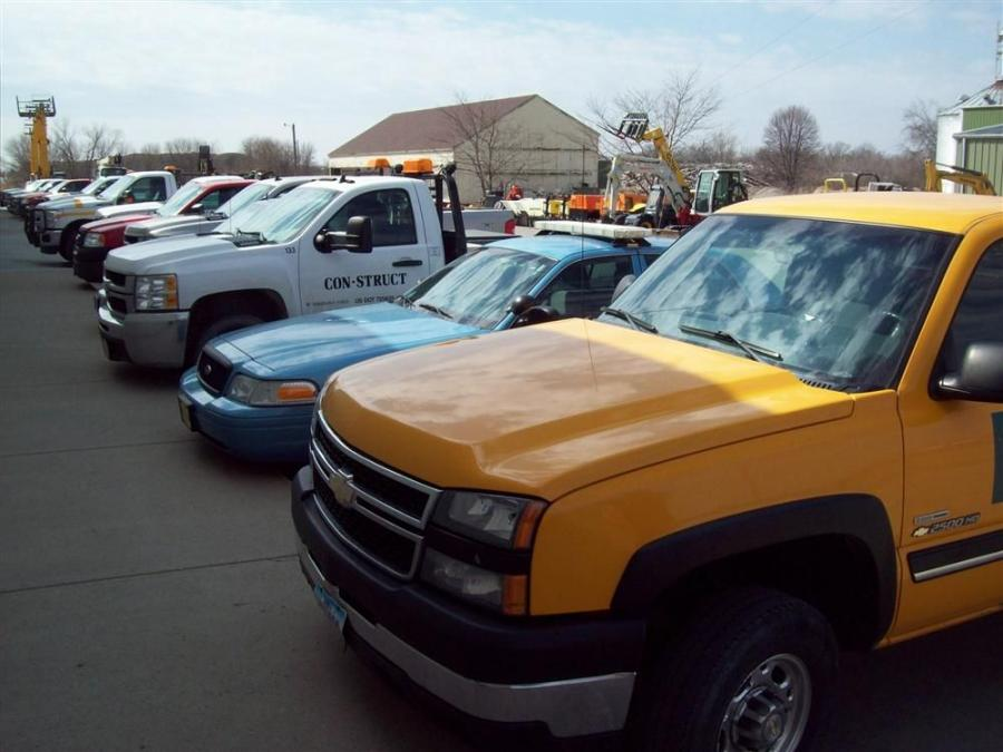 A full parking lot at Star Equipment's Ames location during the Iowa D.O.T. Lunch and Learn event.
