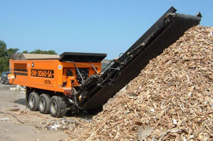 The Doppstadt DW3060K shredder is used for many applications, including the processing of MSW waste and reduction of land-clearing waste.