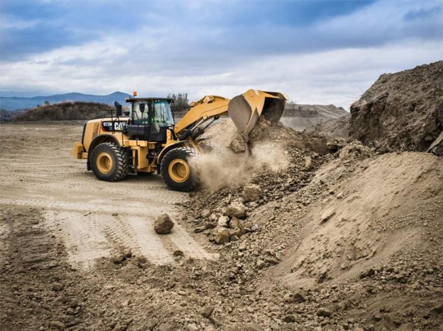 Cat performance series buckets have optimum machine performance in production-oriented applications, whether truck loading, stockpiling, or load-and-carry.
